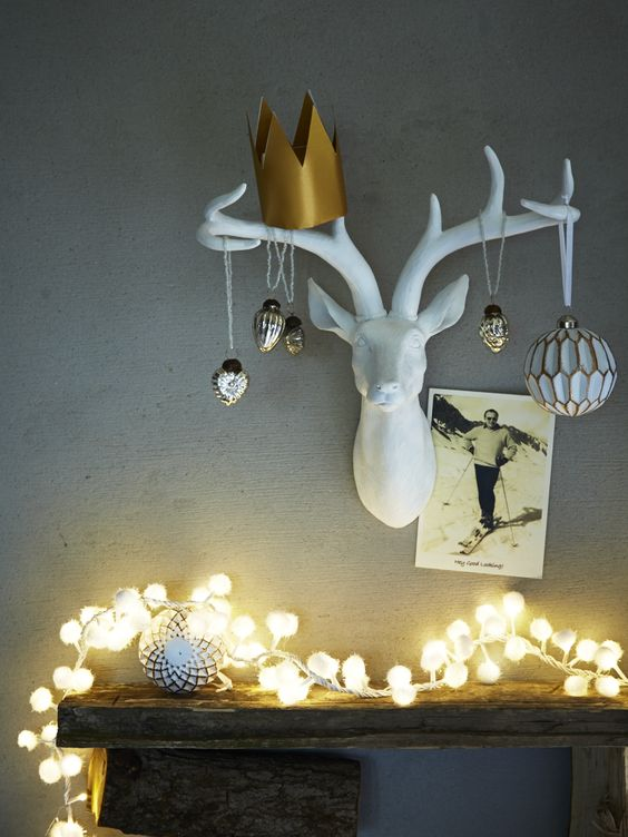 Hanging decorations deer and wall decor on pinterest for Christmas deer decorations indoor