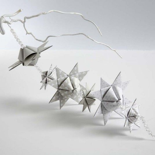Guirlande af flettede stjerner med pyramideform