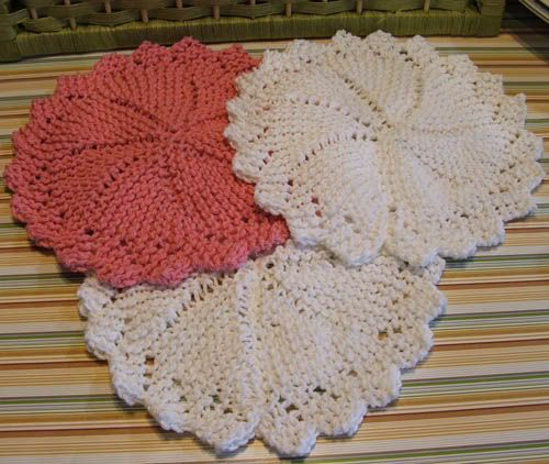 Free Knitted Round Dishcloth Patterns : Scaps and Heirlooms: Round Dishcloth - Free Knitting Pattern Knitted Dishcl...
