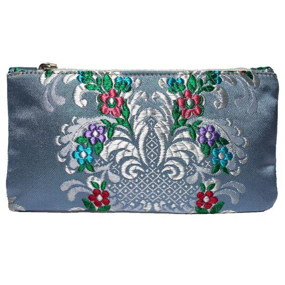 mini portatodo Bolso fallera @ con detalles florales, realizados en tela de seda y cuero. fallera bag with floral pattern. #bag #clutch #bolso http://fallera.com/es/bolsos/bc002013-detail