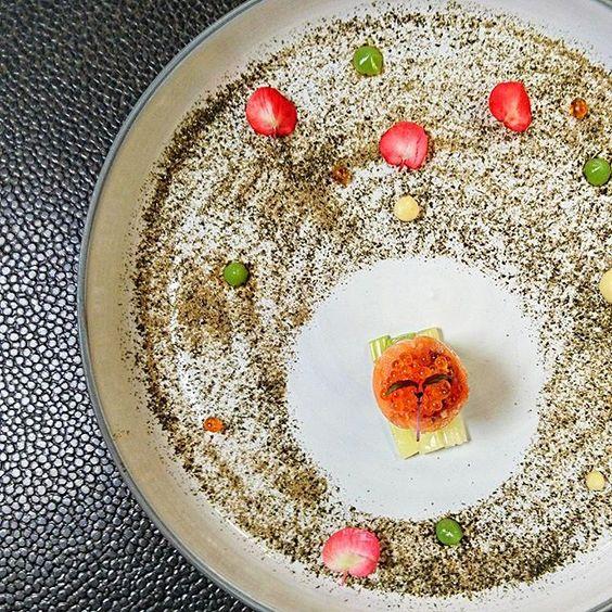 """amuse bouche du soir...""""truite de Valcluse """"mi-cuite"""" aux herbes, condiment au citron de Menton et capres séchés. #teamseasens #seasens #cannes #cotedazurnow #fiveseashotel #arnaudtabarec #foodporn #chefconnected #gaultetmillau"""