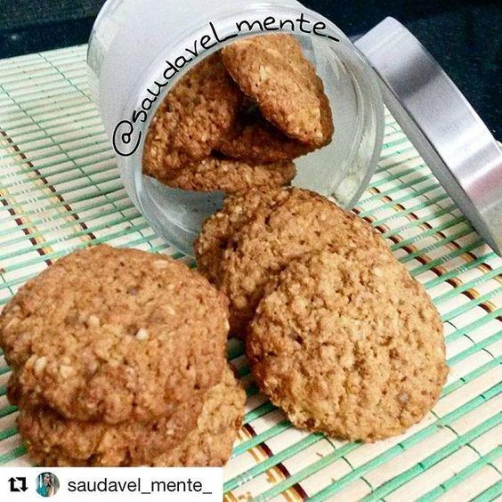 """#Repost @saudavel_mente_ with @repostapp ・・・ Cookies deliciosos para um lanche ou café da manhã... 😋😍 🍪Cookies de """"castanha do Pará""""🍪 ✔1 xícara de aveia em flocos ou farelo ✔2 cls bem cheias de farinha de arroz (peneirada) ✔2 cls bem cheias de amido de milho (peneirado) ✔1/2 xícara de açúcar mascavo ✔1 cls de coco ralado (opcional) ✔1 cls de óleo de coco ou manteiga ghee ✔1 ovo ✔2 cls de mel ✔1/2 clc de fermento em pó ✔1/2 xícara de castanhas do Pará ou outra oleaginosa da sua…"""