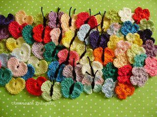 Mini Borboletas, Corações e Miosótis de Crochê.  /  Mini Butterflies, Hearts and Forget Crochet.