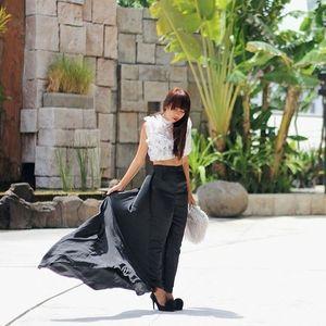 windy weather moment in #Bali!  #ootd was wearing @vindyfaizah top & pants // @newlookind fur clutch // @berrybenka heels (captured by @ariyanisukma)  #fashionblogger #streetstyle #clozette #clozetteid #tssuites #tssuitesbali