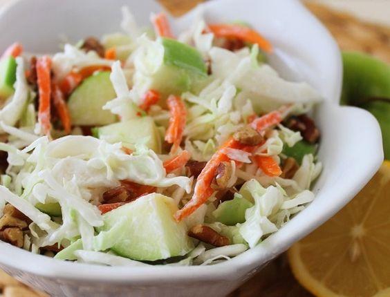 Salada de Repolho com Cenoura e Maçã Verde
