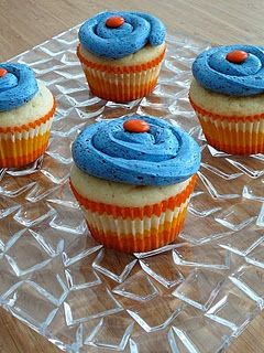 Lemon cupcakes with blueberry meringue buttercream frosting - with Swedish fish!