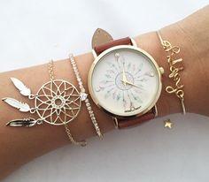Bijzonder horloge met bohemian armbanden gecombineerd