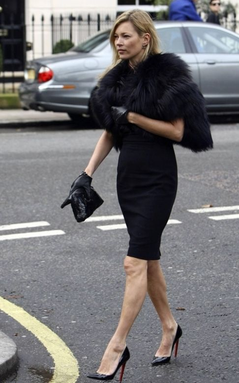 88957 1267121943 Alexander McQueen 2010: Family and Friends Gather at Funeral
