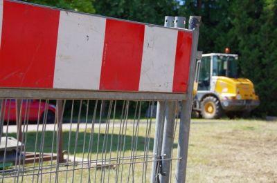 verzögerte Bautätigkeit auf der B 5 im Bereich der Kanalbrücke über den Elbe - Lübeck - Kanal, etwa 3 km Rückstau aus Richtung Boizenburg kommend; 29. 04. 15 auf Grund hohen Verkehrsaufkommens und der Inkompetenz damit umzugehen