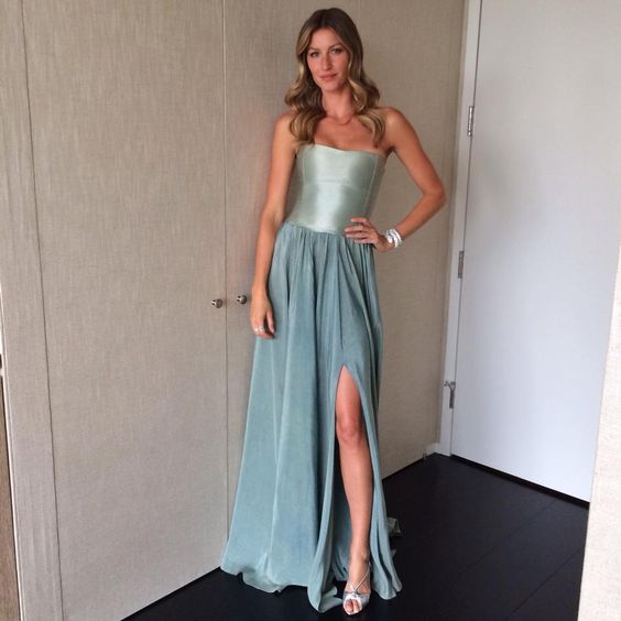 [Gisele Bündchen]: Ready to Rainforest Alliance annual gala ceremony. The event recognize the industry champions who have the sustainability as a priority. Pronta para o evento de gala da Rainforest Alliance. A cerimônia reconhece os campeões da indústria que têm a sustentabilidade como uma prioridade.  jeff gardner