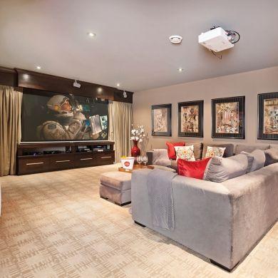 Ambiance chaleureuse pour le cin ma maison sous sol inspirations d cora - Idee renovation sous sol ...