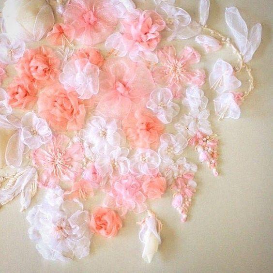 Wending flowers with organza ribbon embroidery.💐#ウエディング #wedding #instagood #刺绣 #자수 #手芸 #needlework #刺繍 #ruban #ricamo #flowers #手刺繍 #embroidery #手工藝 #bee #ribbonembroidery #broderiedart #リボン刺繍 #手刺繍 #handembroidery #緞帶  #broderi #手作 #ribbonflower #ribbonembroideryart #手作 #broderie #stitch #手仕事 #hoopart #bordado #вышивка