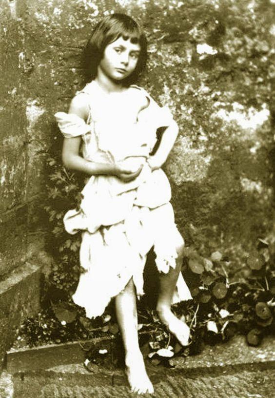 Vive, que no es poco.: ALICE LIDDELL: LA NIÑA QUE INSPIRÓ LEWIS CAROLL, E...