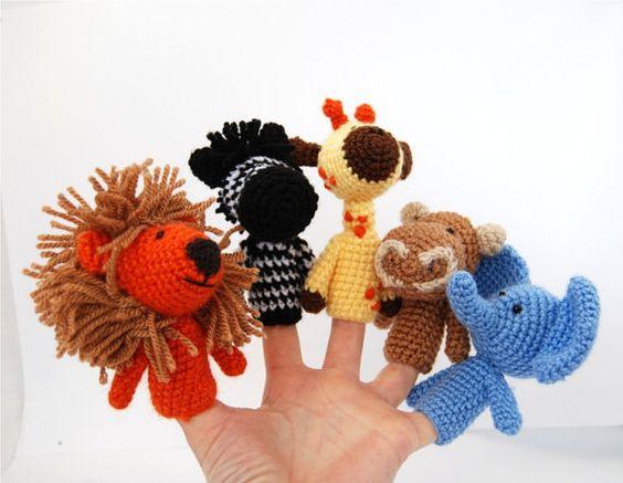 marionnettes à doigt Safari bonneterie lion girafe par crochAndi