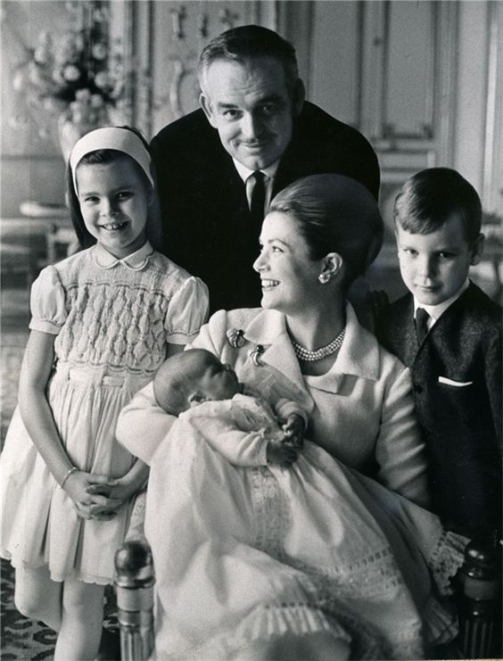 prince rainier iii and princess grace of monaco in 1965 with their children princess caroline. Black Bedroom Furniture Sets. Home Design Ideas