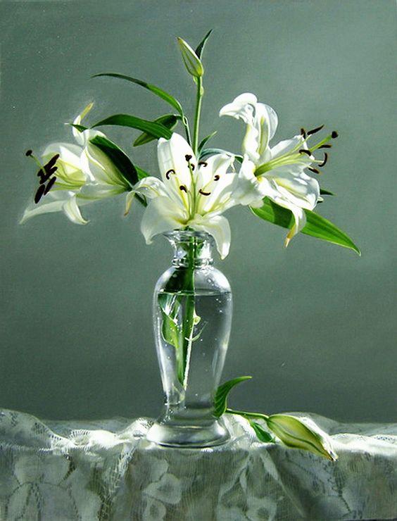 Yingzhou Liu  (b.1956)   —  White Lily  (609x800):