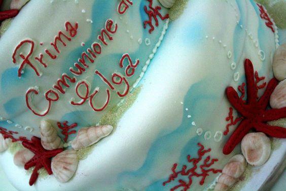 felicità è la torta della prima comunione con le stelle marine. Creazione della pasticceria La Mimosa di http://www.simocakedesigner.it