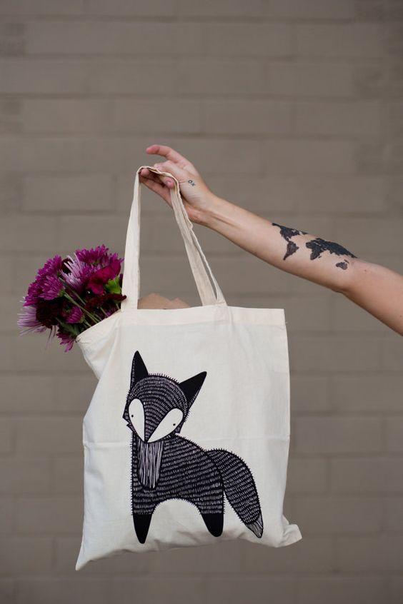 Doté dun noir, sérigraphié renard, le renard Tote Bag est parfait pour les enfants et les adultes et assez forts pour porter des livres, épicerie ou