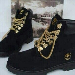 FLAT OUT ! did not believe these existed, gorgeous! - Black Timberlands @Melissa Blacksmith