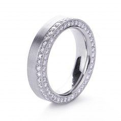 Platinum and diamond Cylinder ring by Henrich & Denzel... a wishlist winner!