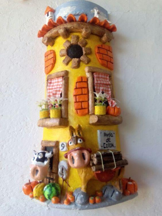Teja decorada con burrito cargado de leña