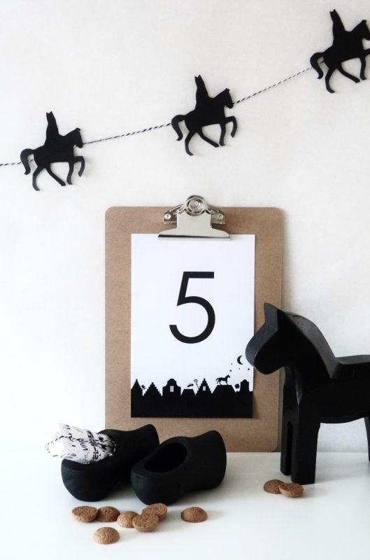 'Nog op zoek naar een goed cadeau voor Sinterklaas?'cees n co ( op de foto's, credits, Houten klompjes | KIDS | WWW.ZINKENZO.NL)