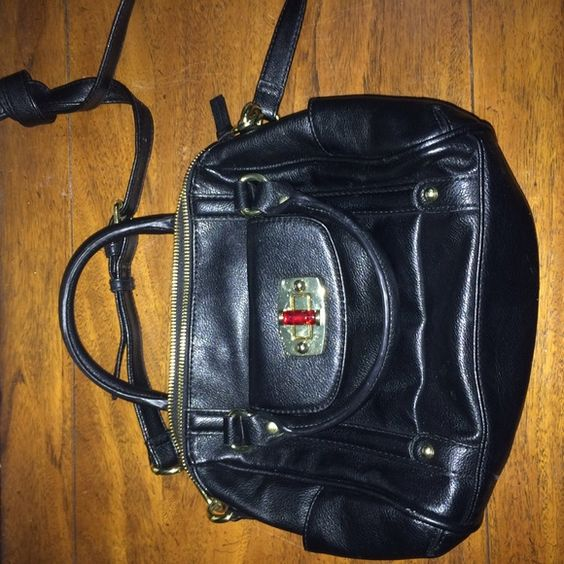 Black Merona Purse Black cross body bag from Merona. Worn once Merona Bags Crossbody Bags