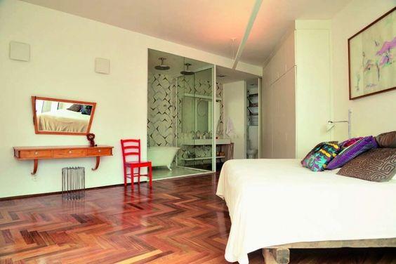 A arquiteta Renata Pedrosa fez do apartamento moradia e escritório ao mesmo tempo
