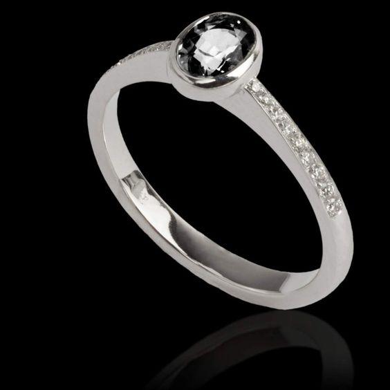 Bague de fiançailles diamant noir ovale Moon. Fabrication artisanale en France…