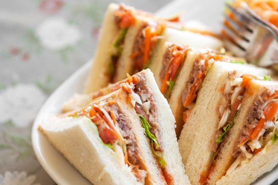 10 receitas de sanduíche natural saudável SANDUÍCHE LIGHT DE ATUM NO PÃO SÍRIO: