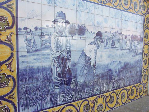 Painel de azulejos no mercado de Montemor-o-Novo, Portugal