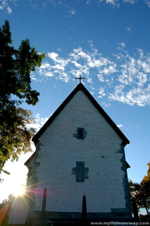 Byneset Church near Trondheim - My little Norway - To the west of Trondheim, on the Byneset peninsula is a little farming villiage. Towards the water in a beautiful pocket of leafy oak trees is the Byneset Church.: