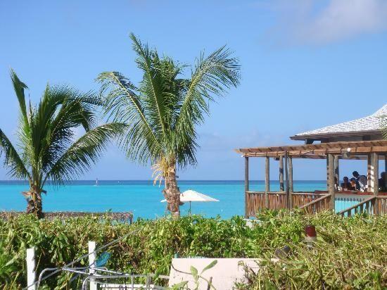 san salvador in the bahamas   San Salvador : The bar at the beach from the pool area