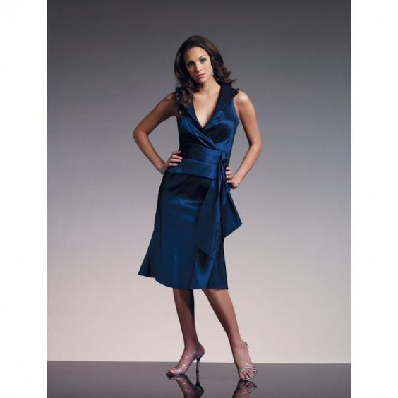 Mother Of The Bride Blue Dresses – You've certainly thought how the bride wants to look at your wedding. A crazy dress, classy high heels and of course a beautiful hairstyle. But have you ever in your (clean) mother thought her outfit? Your mother is also an exciting day. Would not it be great if your mother is just as fine as you feel in your pretty dress? We have some tips if you go shopping with your mother.