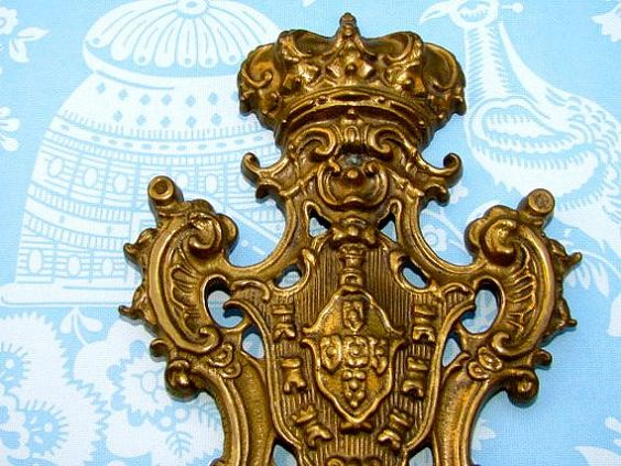 Door Knocker With Crown by tucasa on Etsy, $15.00