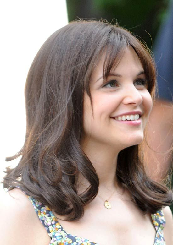 20 Awesome Ginnifer Goodwin Hairstyles That Will Inspire You Medium Length Wavy Hair Honey Blonde Hair Hair Styles
