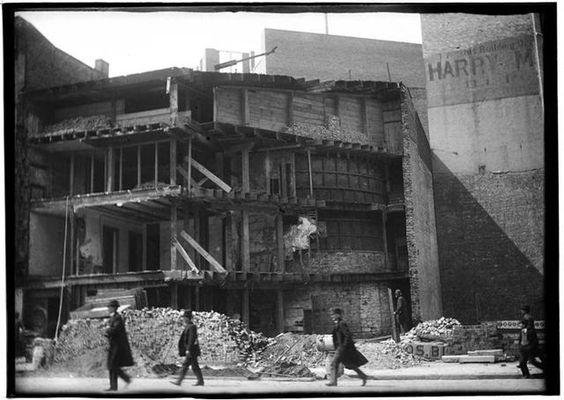 Centre St. and Duane St. ca. 1890. Via Gothamist.