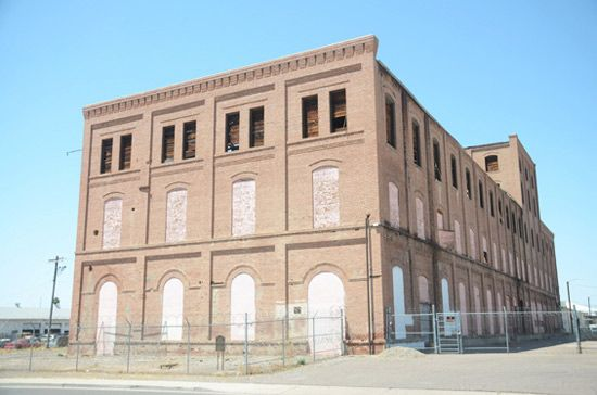 Arroyo Vodka Finds a New Home at the Old Beet Sugar Factory in Glendale - Chow Bella