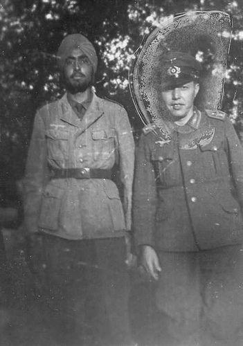 "Des soldats du Indisches Infanterie-Regiment 950 ""SS Freies Indien Legion"" prennent la pose | Flickr - Photo Sharing!"