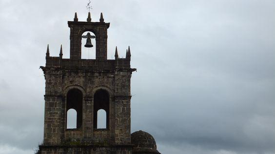 Campanario de la Iglesia de Salas. Hotel Castillo Valdés Salas. Asturias