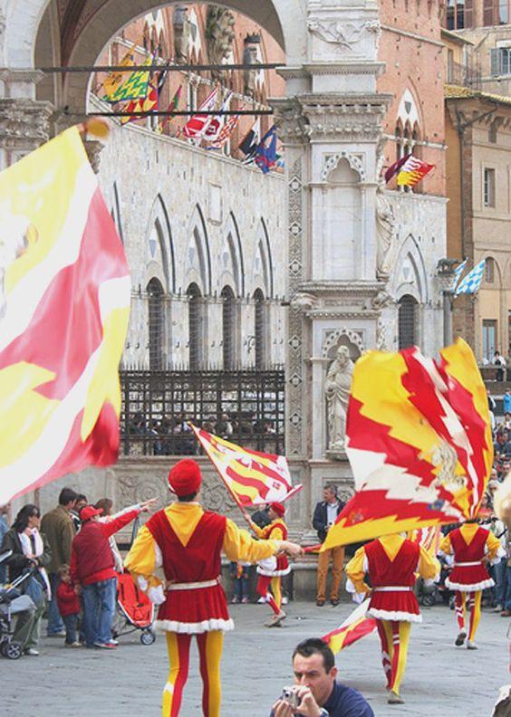 Siena (durante desfile de El Palio). IT.-