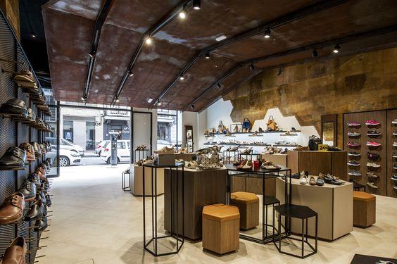 Calzados Yolanda_ Diseño integral por mas·arquitectura. Arquitectura, interiorismo,diseño gráfico, mobiliario y branding. #interiordesing #architecture #design #diseño #design #diseño #interiorismo #arquitectura #masarquitectura #furniture #furnituredesing #mobiliario #branding #shop #shoe #shoeshop