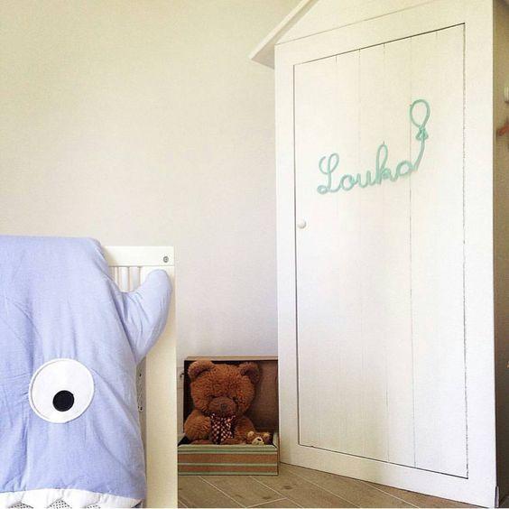 Nombres en tricotin para habitaciones infantiles