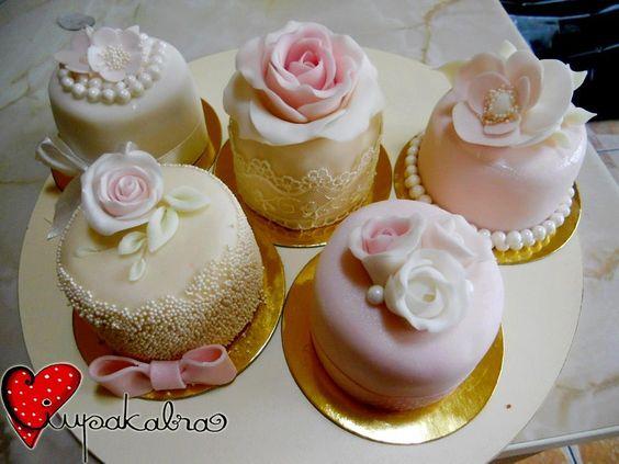 https://www.facebook.com/Ciupakabra.cakes/photos/a.151635968198932.26296.138658532830009/597693156926542/?type=3