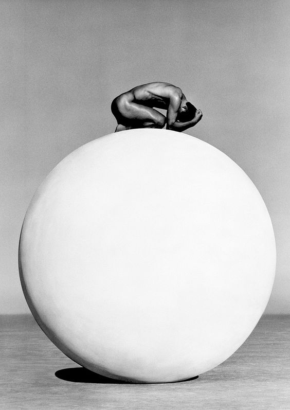 Herb Ritts    http://zeroing.tumblr.com/post/92905819624/herb-ritts