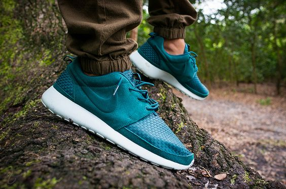 nike-roshe-run-woven-dark-atomic-teal-Niwreig