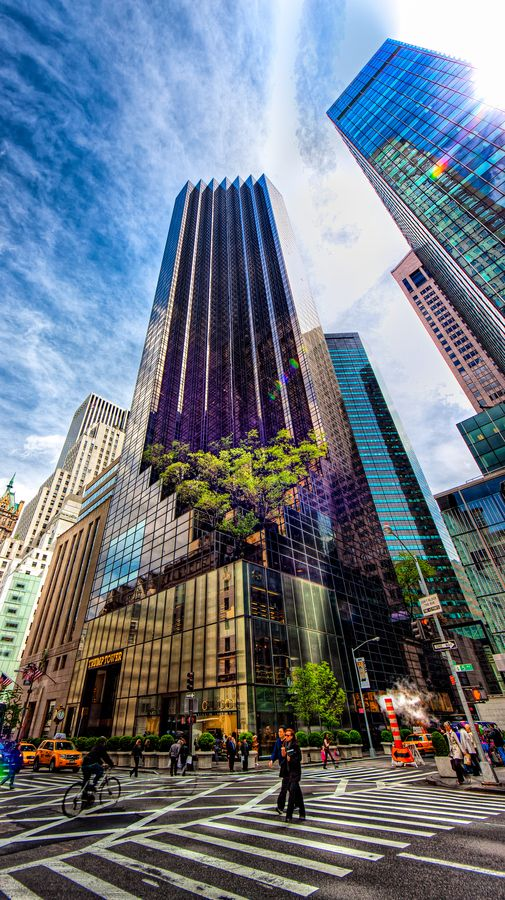 The trump tower is the 52nd tallest building in new york for Top luxury hotels nyc