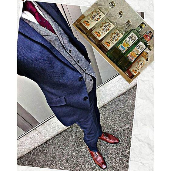 i_chi_taro2016.3.15  最近、いかに甘いお酒を飲んでるかという 差し込み  明日、ビン缶の日なので 空いてるのもまとめて(笑)  ネタもないので 今日は仕事着で  もっか 甘酒でほろほろ  26、27日大阪帰省 束の間、大阪人に戻りますじゃ ・ ・  #一応 #今日の服 #今日のコーデ ・ ・