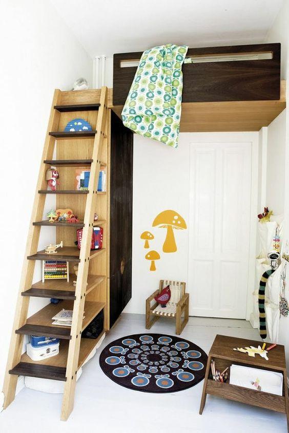 Bett design  treppe aus holz, die als ein regalsystem gilt ...