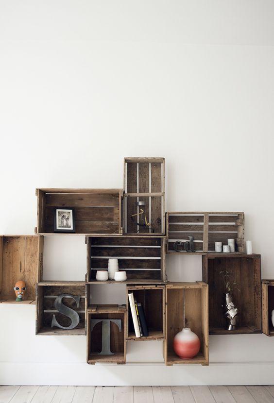 crates on the wall des cageots au mur crates wood box cageots et caisses bois. Black Bedroom Furniture Sets. Home Design Ideas